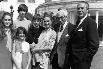 Josep Ensesa Gubert, junt amb el seu fill Josep, l'esposta d'aquest i els seus quatre fills